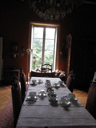 Neuille, Frankrike: La table du petit déjeuner