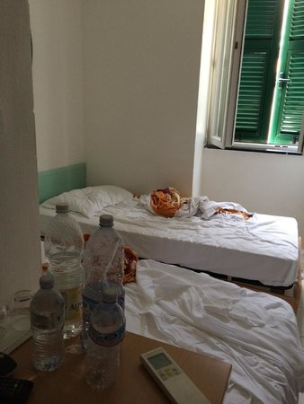 Affittacamere Ca' Dei Lisci: This was the state of the room 1.5 hours after we were supposed to check in.