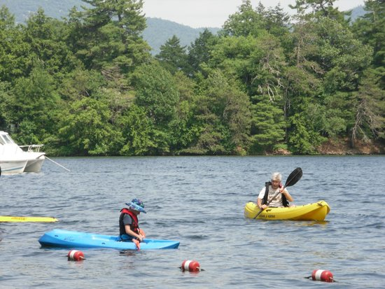 Chelka Lodge on Lake George: learning to kayak