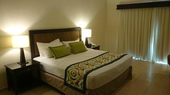 Memories Splash Punta Cana: King size bed at building 9