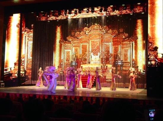 Chaoyang Theater: начало шоу.