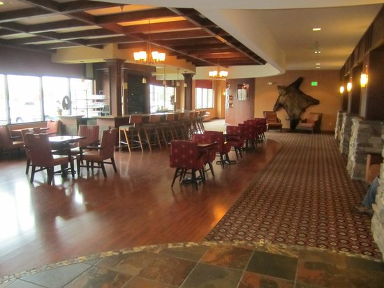 Embassy Suites by Hilton Anchorage: dining area