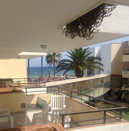 Ibiza Jet Apartments: Block B, Room 233 overlooking pool party