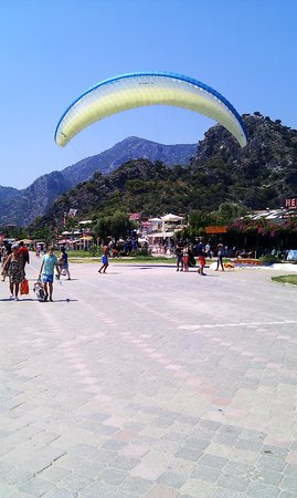 Help Beach Lounge: Paragliders landing in front of the restaurant area.