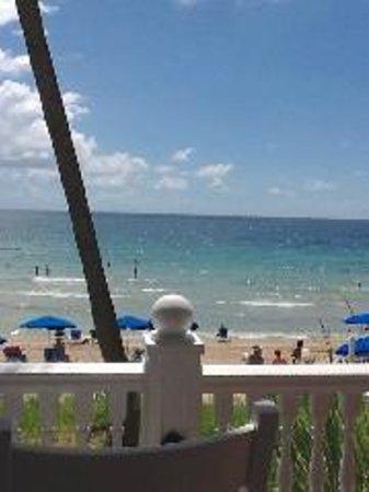 Pelican Grand Beach Resort, A Noble House Resort: Ocean facing Deck