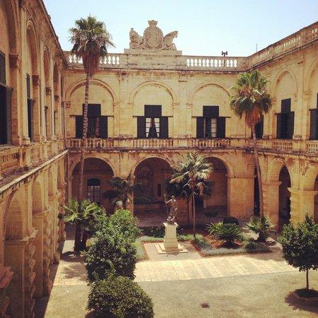 Grandmaster's Palace: Jardin