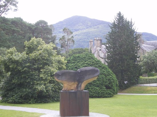 Muckross House, Gardens & Traditional Farms: Beautiful views everywhere