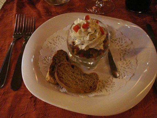 Saint-Martin-de-Bromes, Γαλλία: Tiramisu de mousse de chèvre, croquant de légumes au pain d'épices