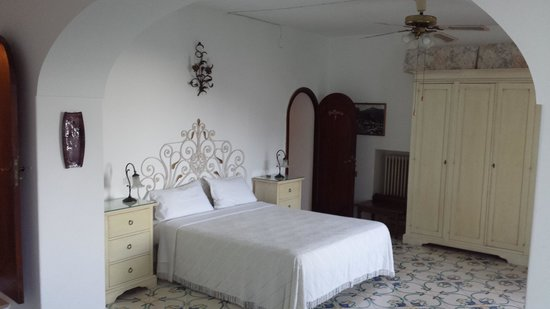 Dimora del Podesta : Bedroom of La Musica with beautiful bed head and colourful tiles