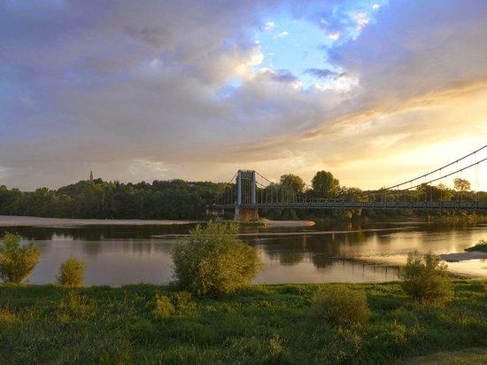 La Route du Sel : Pourarriver au Thoureil on peut franchir la Loire aux Rosiers