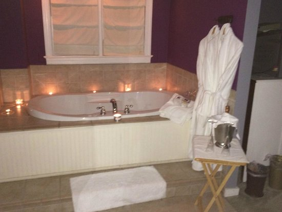 Holladay House Bed and Breakfast : Bliss Bath