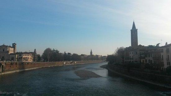 Ponte Pietra: Вид с моста Петра