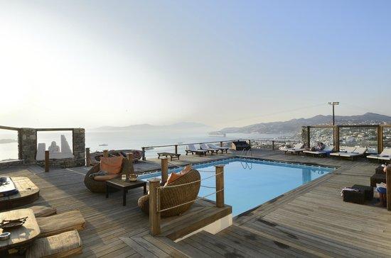 Tharroe of Mykonos Hotel: Awesome views at sundown