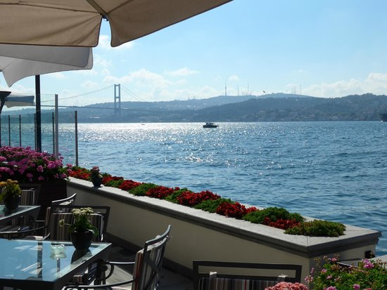 Four Seasons Istanbul at the Bosphorus: Dine by the Bosphorus Straits