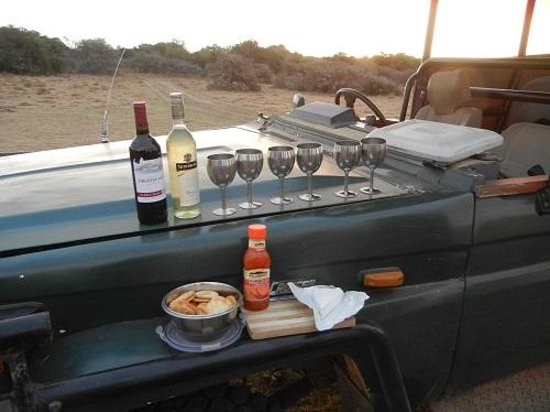 Quatermains 1920s Safari Camp : Sundowners on the drive