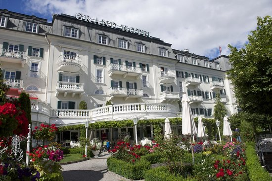 Grand Hotel Zell am See: A view from the lake