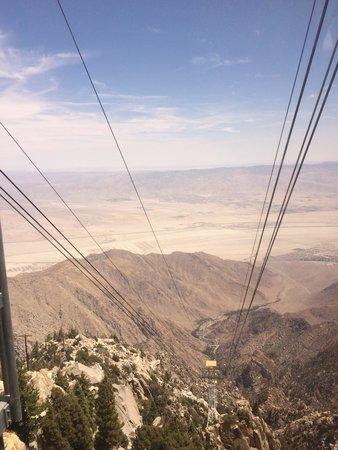 Palm Springs Aerial Tramway: Out the window !!!
