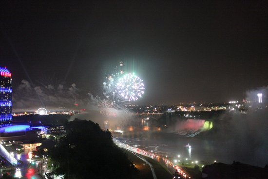 Niagara Falls Marriott Fallsview Hotel & Spa: Fireworks from our room
