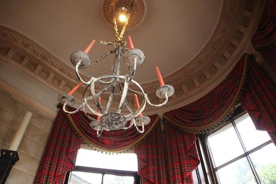 The Cairngorm Hotel: Chandelier