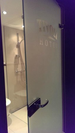 Tivoli Hotel: Bathroom