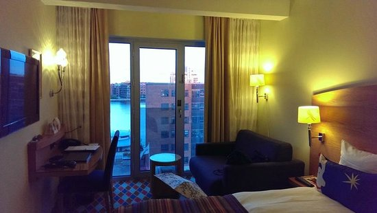 Tivoli Hotel : Guest room and the view