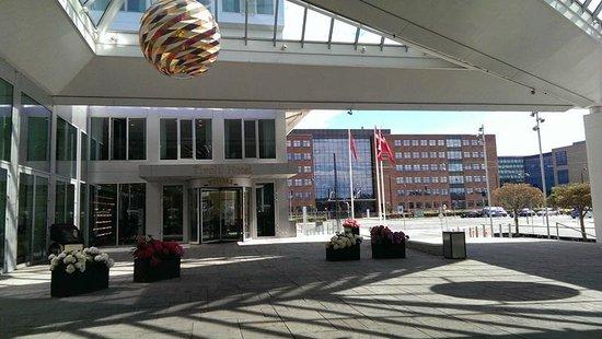 Tivoli Hotel: Entrance