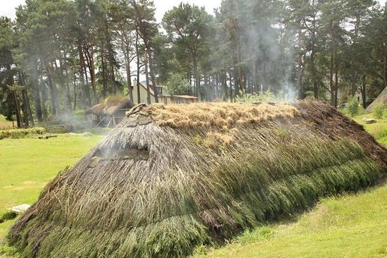 Highland Folk Museum: Township 1700 - smoking roof
