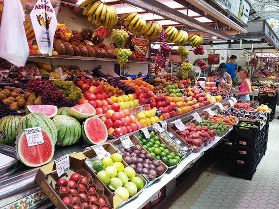 Central Market (Mercado Central) : Uno dei banchi della frutta