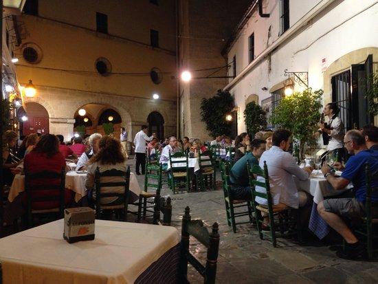 Bar Juanito: Atmosfera e gusto