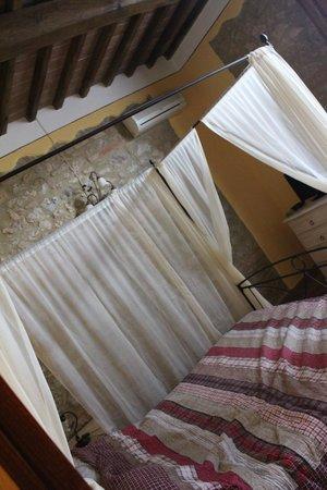 Casa Di Campagna in Toscana: Interno dell'appartamento: camera matrimoniale
