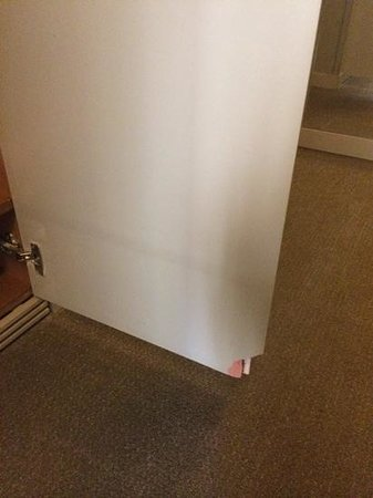 Sercotel Amister Art Hotel: Porte d'armoire