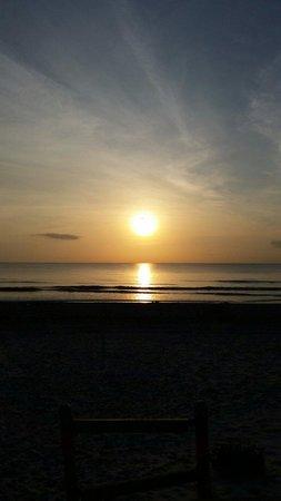 Driftwood Beach Motel: Beautiful sunrise