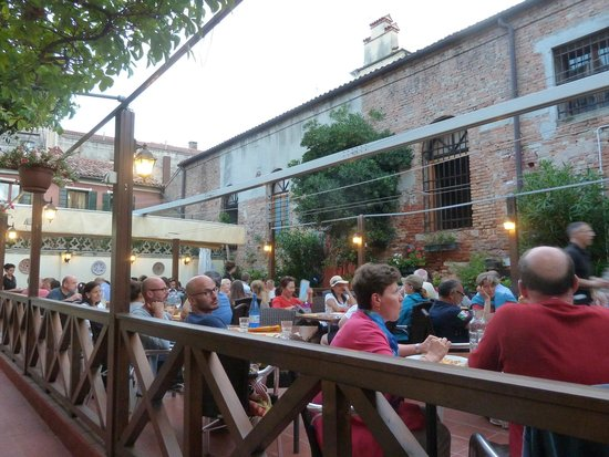 Pizzeria Ristorante Al Profeta : great outdoor setting