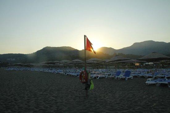 TUI BLUE Sarigerme Park: Beach at sunset