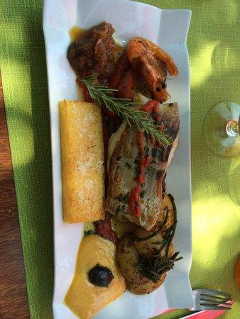 Le Poisson Rouge : Délicieux filet de lieu avec des crevettes
