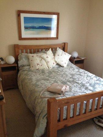 Kiltaraglen House : Spacious double bedroom