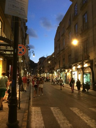 Cesare Augusto : 5 minute walk to main square and street