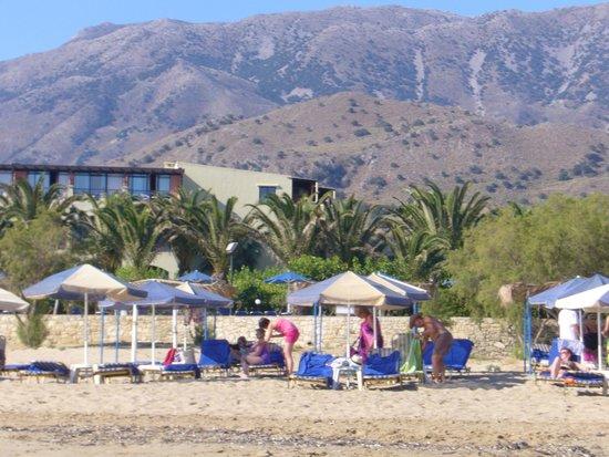 Mare Monte Beach Hotel : hôtel vu de la plage