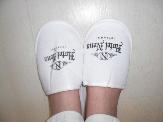Nena Hotel: Zapatillas de cortesía