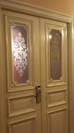 Hotel National, a Luxury Collection Hotel: Grand doors on each room