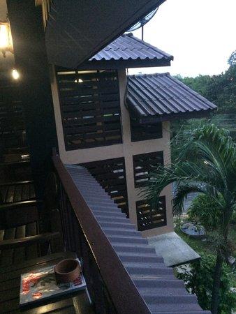 Baan Lotus Guest House : Balcon devant la chambre