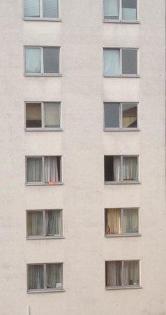 Alleenhof Hotel: Sehr ungepflegt schon von außen:-(
