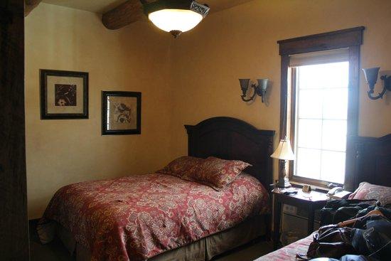 Antlers Inn : Bedroom (Part)