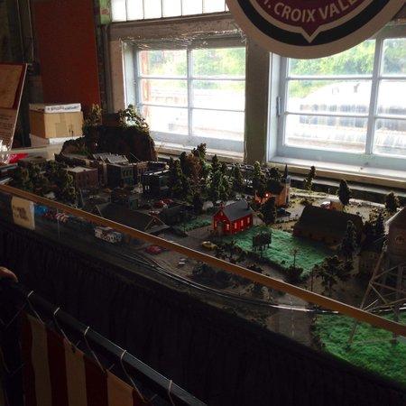 Jackson Street Roundhouse : Model train set
