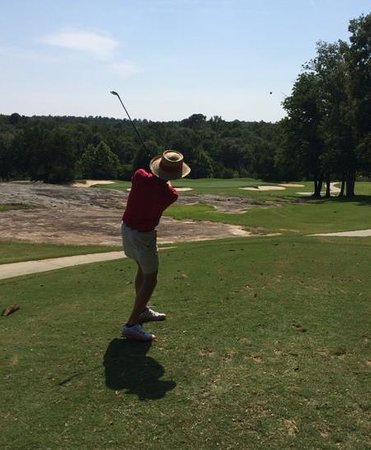 Cherokee Run Golf Club: Nice par 3 over a granite outcrop.