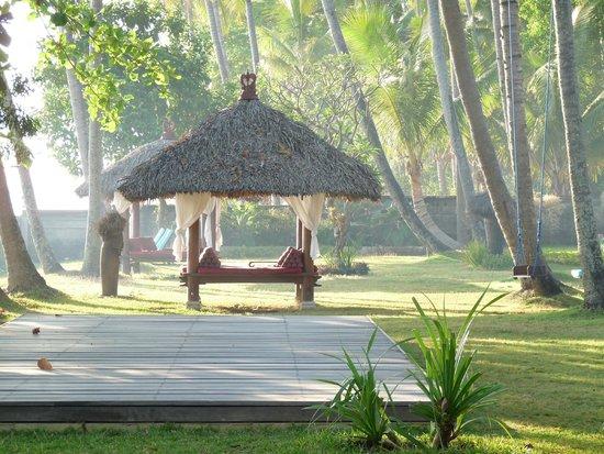 Holiway Garden Resort & Spa: Morgenstimmung im Garten