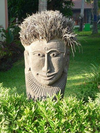 Holiway Garden Resort & Spa: Figur im Garten