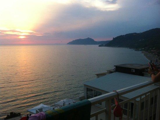 Mayor La Grotta Verde Grand Resort: veiw from out door eating area