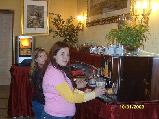 Serena Hotel : Café da manhã