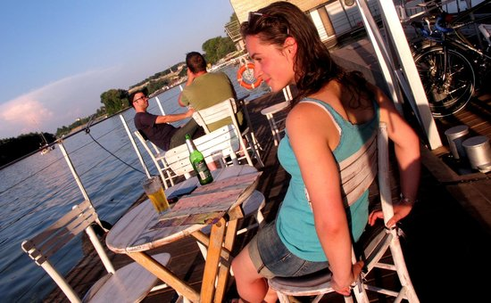 Arkabarka Floating Hostel: Floating relaxation